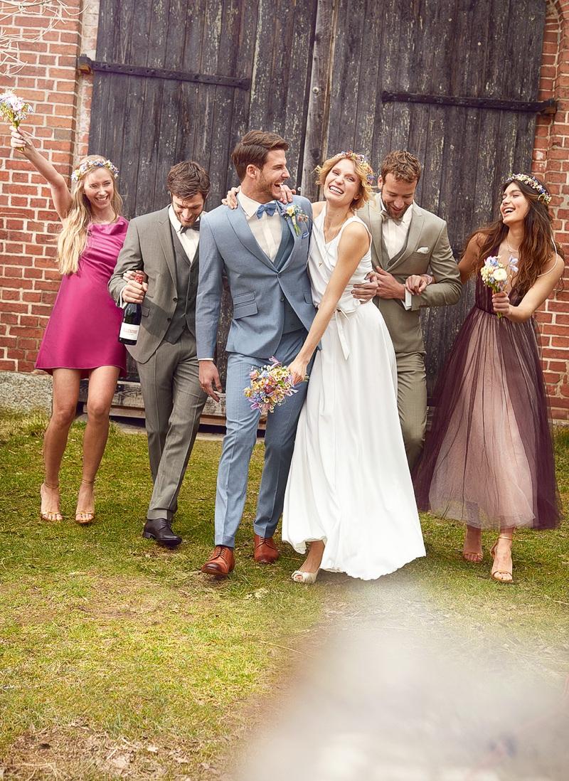 Hochzeit Anzug Etuikleid - Paar Country mit Trauzeugin Trauzeugen Hochzeitsgesellschaft