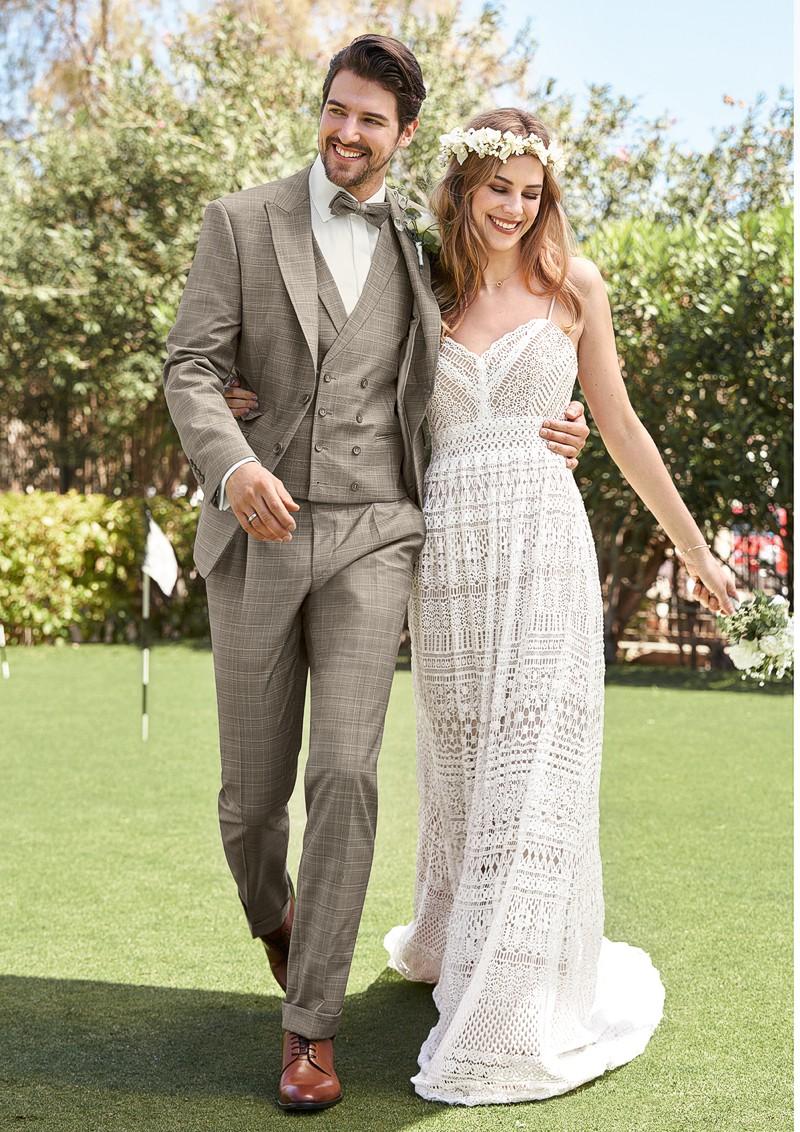 Hochzeit Anzug Kleid Brautpaar Country Style