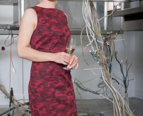 Rebmann Lookbook Sommer 2020 - Bild 10: Etuikleid Camouflage Rot